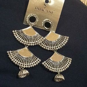 Silver color mirrored dangling  fan earrings.